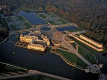 Chateau-chantilly-2.jpg
