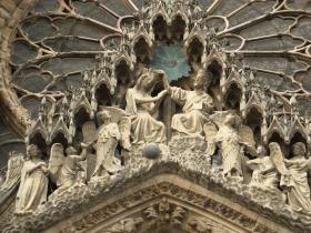 Bas-relief-Notre-Dame-de-Reims.jpg