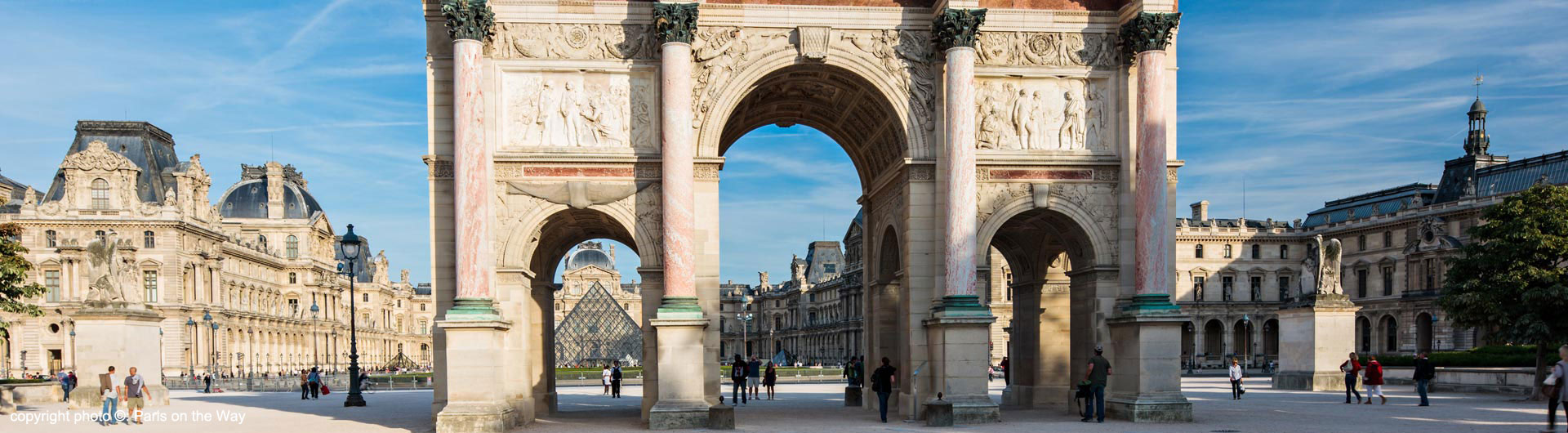 ARC DU CARROUSEL OUTSIDE THE LOUVRE
